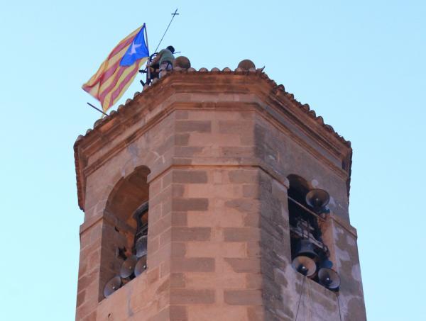 30.08.2012 L'estelada al campanar de l'església de Torà  Torà -  anc-segarra