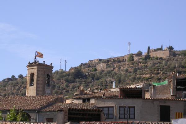 01.09.2012 L'estelada presidint el campanar per la festa major  Torà -  Ramon Sunyer