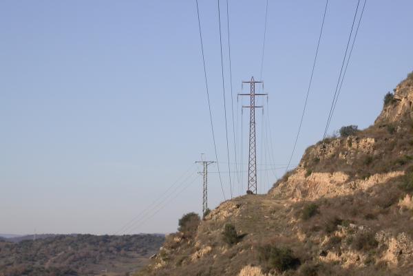 Línies elèctriques al pas per l'Aguda