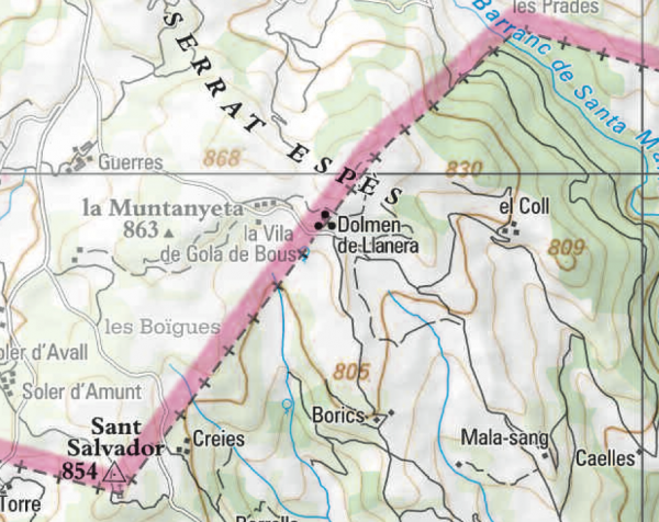El dolmen es troba a la zona limítrof entre els municipis de Llobera i Torà - Llanera