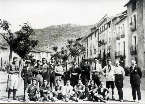 03.05.1923 Grup a la plaça del Vall  Torà -  cedida per Joan Casanovas Estapé