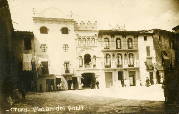 05.02.1920 Postal antiga de la plaça del Pati  Torà -  cedida per Joan Casanovas Estapé