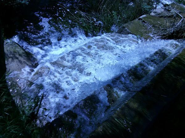 05.05.2013 L'aigua baixant per la resclosa  Torà -  Ramon Sunyer