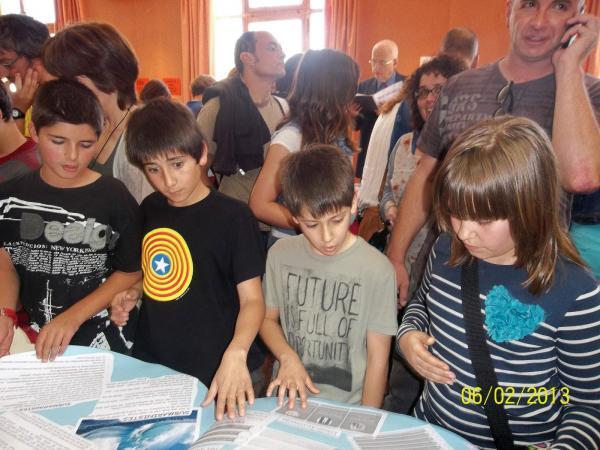 Alumnes 5è de primària a l'acte d'entrega del Premis Baldiri Reixac