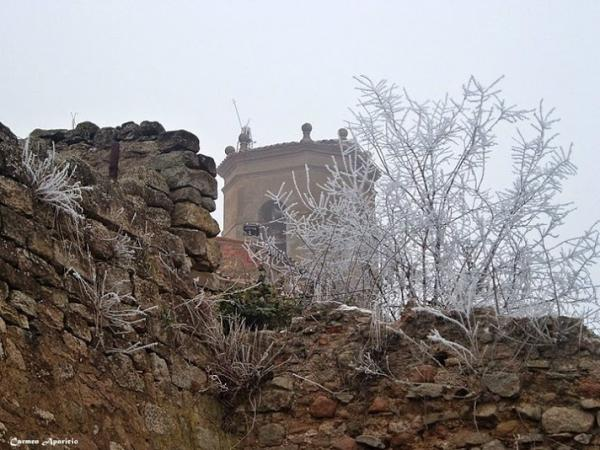 16.09.2013 La torre del campanar amb boira  Torá -  Carmen Aparicio