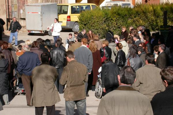 26.12.2003 Caga tió a la plaça de la font  Torà -  Ramon Sunyer