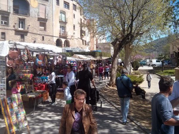 19.04.2014 plaça font  Torà -  Ramon Sunyer