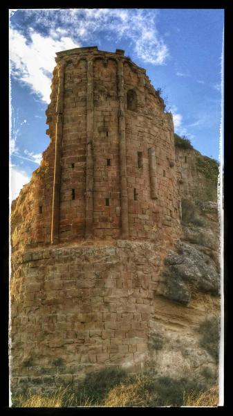 27.10.2014 El conjunt format per les restes del castell i de l'església romànica de Madrona s'alça dalt d'una roca  Madrona -  Ramon Sunyer