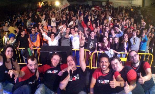 orquestra mitjanit animant la nit de disfresses Foto: Flips Media - Torà