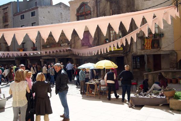 03.04.2015 plaça de l'església  Torà -  Ramon Sunyer
