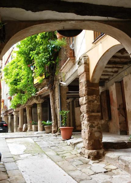 04.05.2015 Porxos de la plaça de l'església  Torà -  Ramon Sunyer