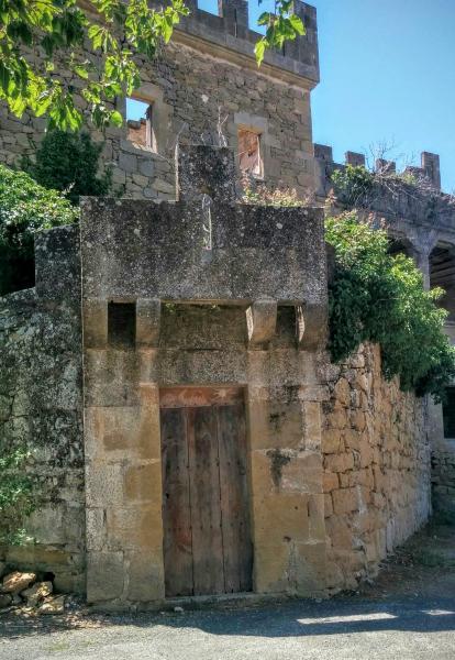 21.06.2015 Detall porta muralla  Ribelles -  Ramon Sunyer