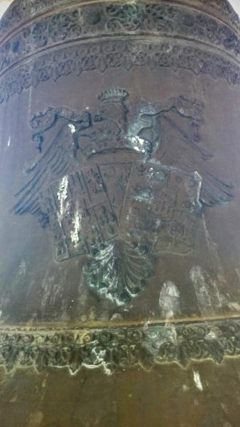 21.06.2015 Detall escut heràldic a la campana  Ribelles -  Ramon Sunyer