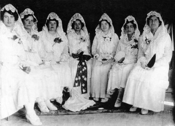 01.09.1915 La Reyna dels Jòchs Florals de Torà i la seva Cort d'amor  Torà -  La Vanguàrdia