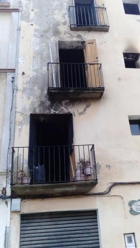 Crema totalment la planta baixa d'una casa de Torà Foto: J.A. Vilalta - Torà