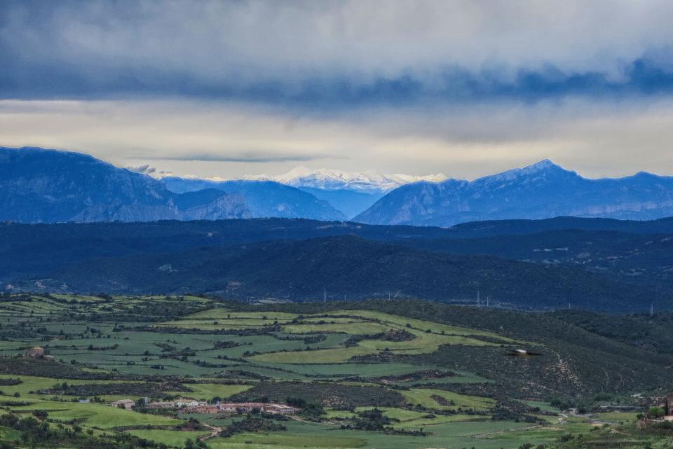10.05.2016 vista de la Vall amb el Pirineu nevat  Palou -  Núria Magrans
