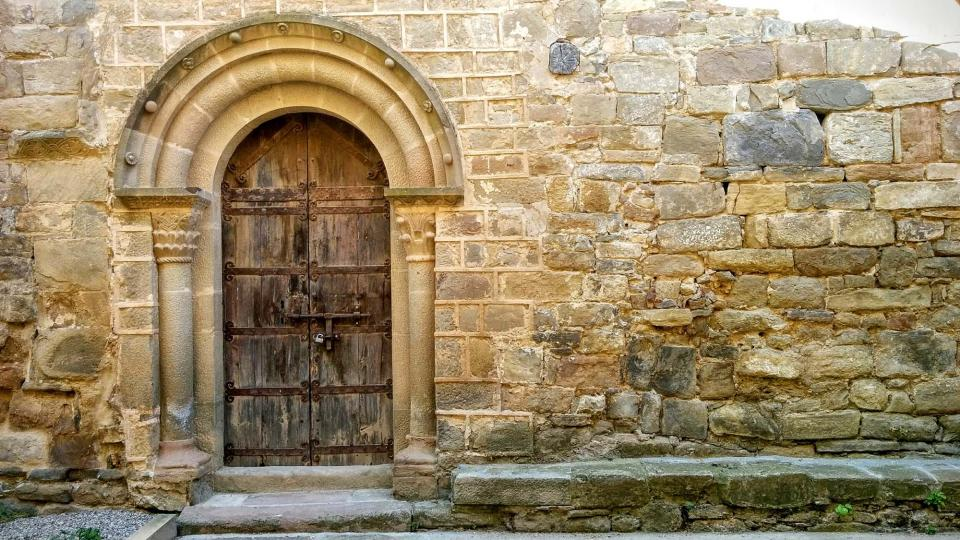 porta del monestir - Cellers