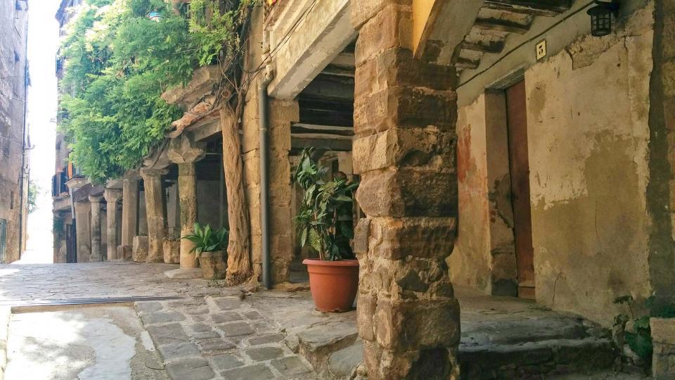 porxos de la plaça de l'Església Foto: Ramon Sunyer - Torà