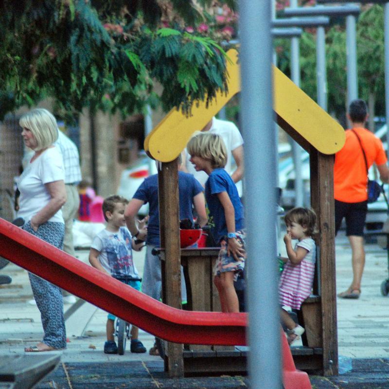 30.08.2016 jugant a la plaça del vall  Torà -  Ramon Sunyer