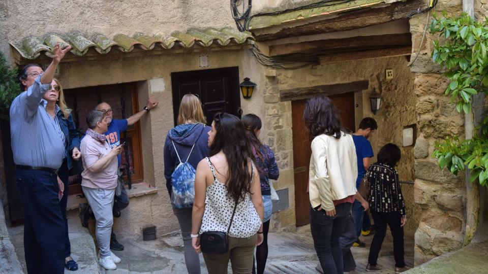 14.04.2017 Molts visitants pels carrers de la vila vella  Torà -  Ramon Sunyer