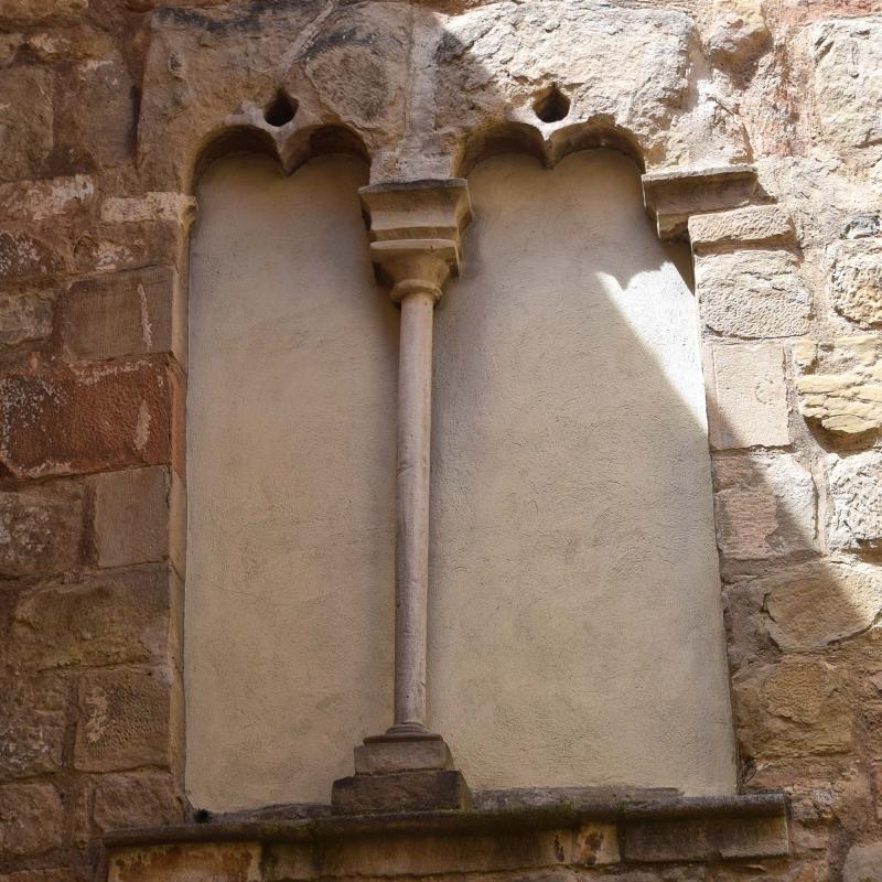 29.04.2017 Detall finestra gòtica de cal Jovans  Torà -  Ramon Sunyer