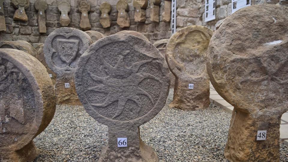 10.09.2017 Aquesta exposició d'esteles funeràries és la més gran de Catalunya de les que es poden visitar  Sanaüja -  Ramon Sunyer