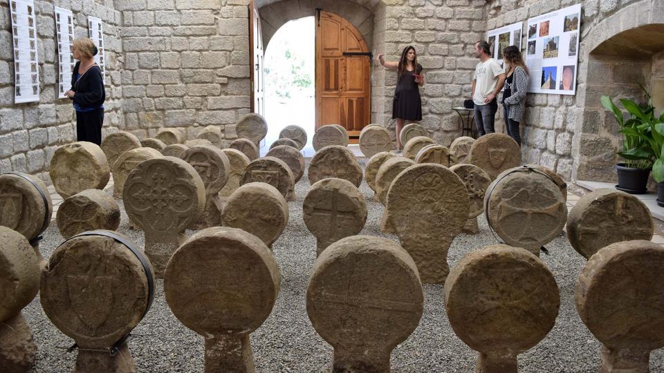 10.09.2017 Esteles funeràries, la tercera major col·lecció en nombre (68), després de les de Poblet i Preixana  Sanaüja -  Ramon Sunyer