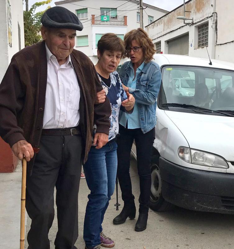 01.10.2017 El Josep de cal Pelegrí també ha volgut votar  Torà -  Xavi Sunyer