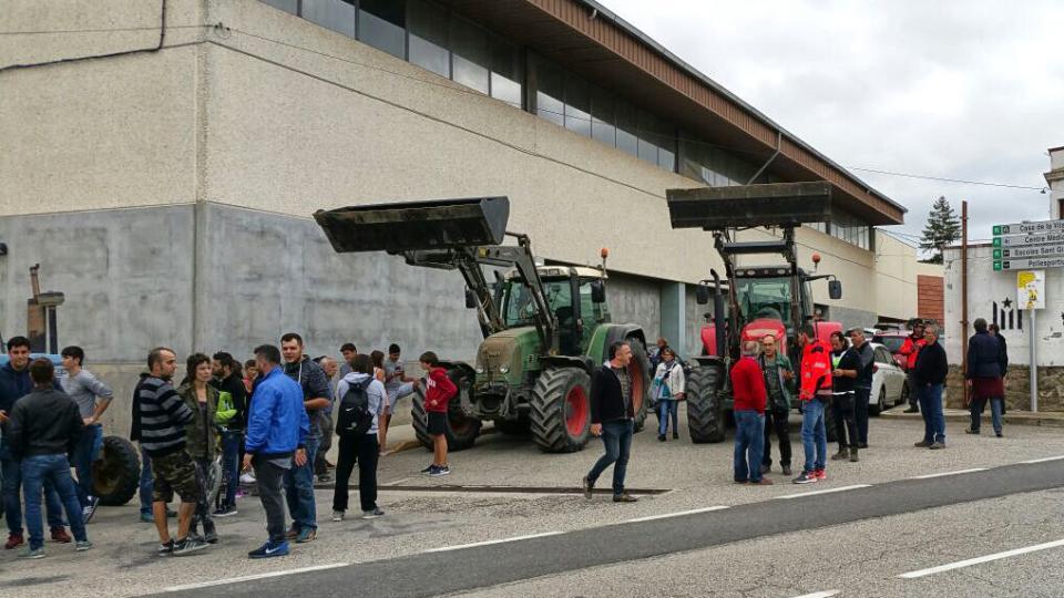 01.10.2017 els tractors bloquejant els accessos  Torà -  Ramon Vilaseca