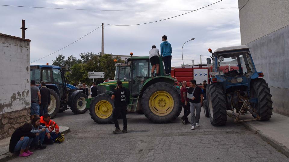 01.10.2017 els tractors bloquejant els accessos  Torà -  Ramon Sunyer
