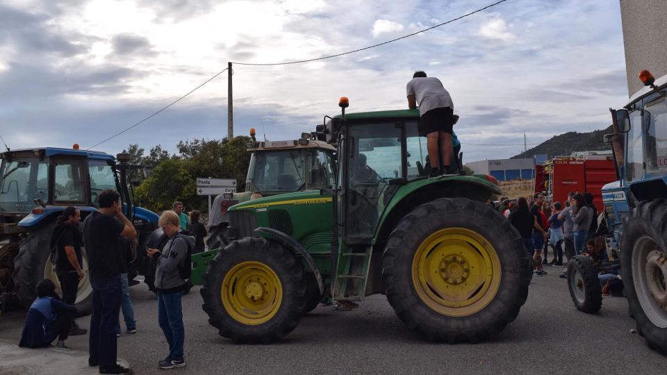01.10.2017 Tractors bloquejant els carrers  Torà -  Ramon Sunyer