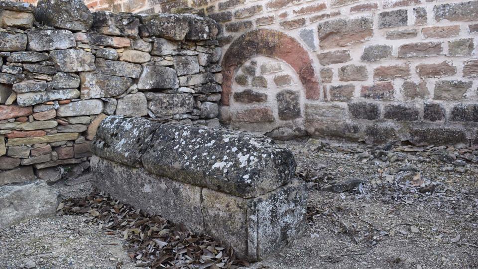 06.12.2017 sepulcre a Santa Maria de les Omedes  Vilanova de l'Aguda -  Ramon Sunyer