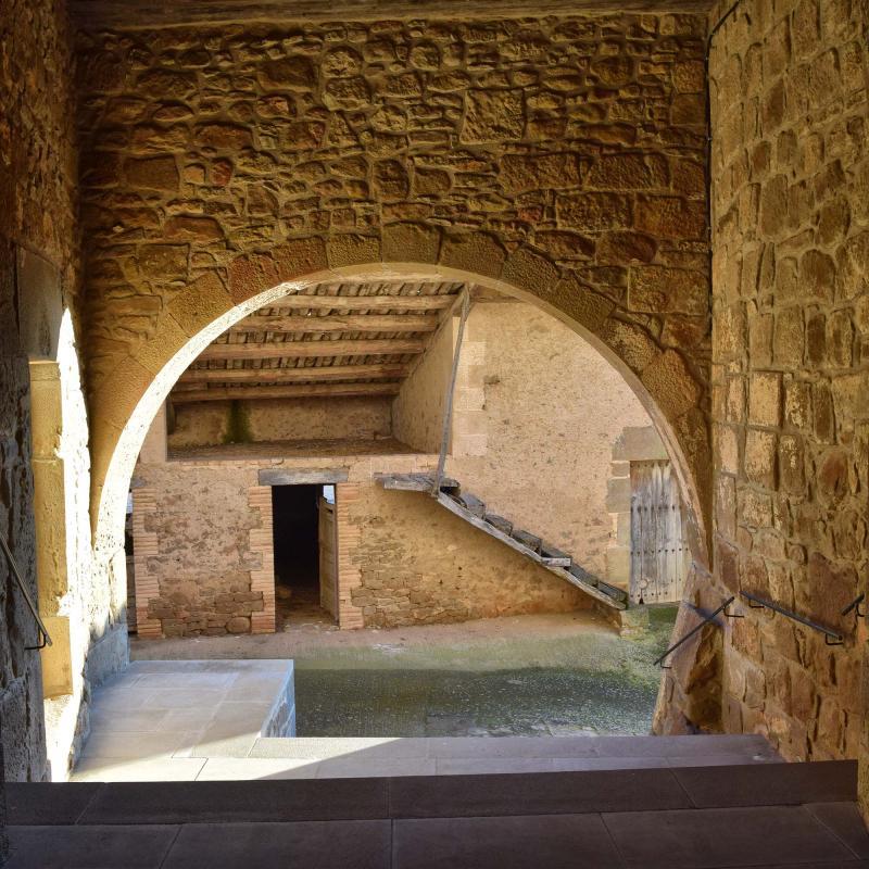 Ville fortifiée de  Carrer de l'Església - Auteur Ramon Sunyer (2017)