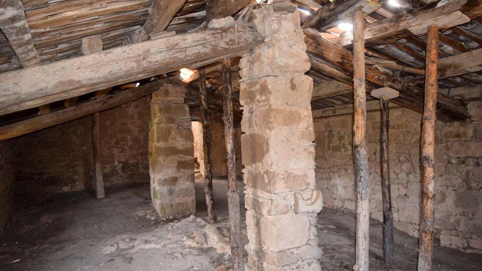 22.04.2018 El sostre de l'església està força malmès  Llanera -  Ramon Sunyer