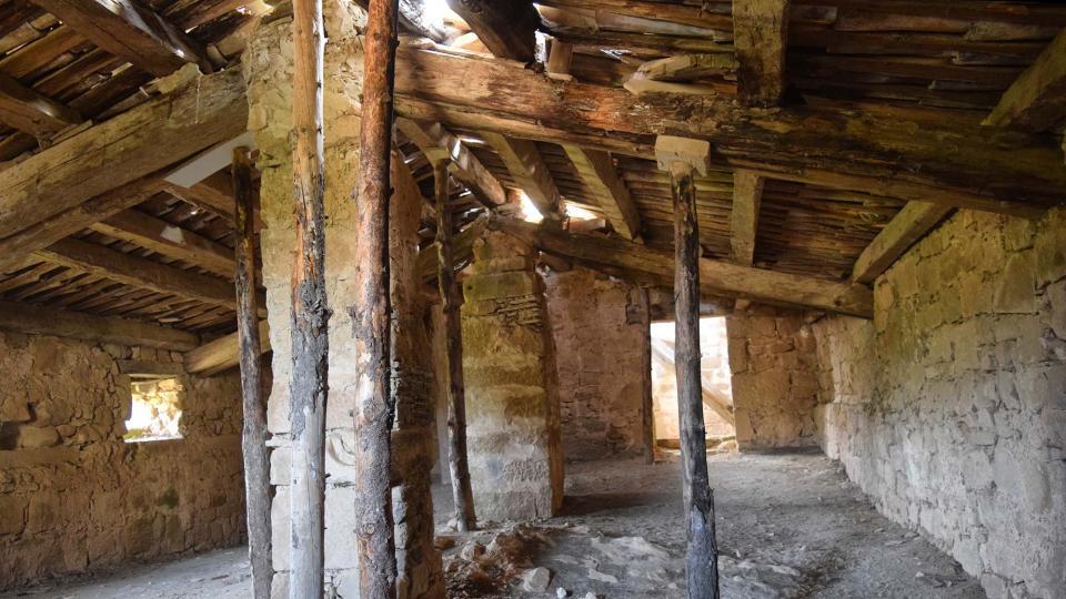 El sostre de l'església està força malmès - Llanera