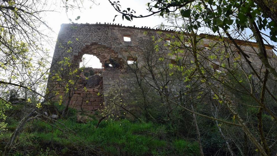 22.04.2018 El castell cada cop més enrunat  Llanera -  Ramon Sunyer