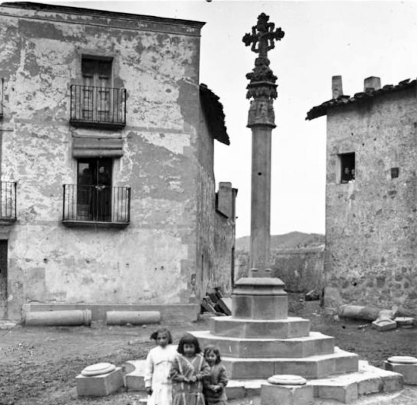 La creu de sant Ramon gòtica Foto: Fons Salvany - Torà