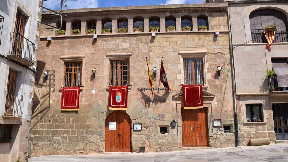 02.09.2018 l'Ajuntament engalanat  Torà -  Ramon Sunyer