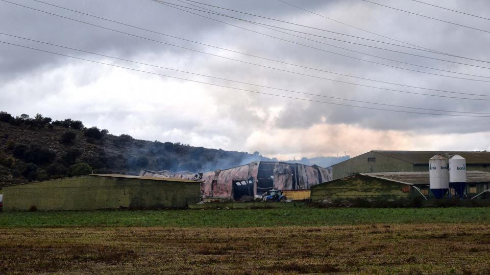 Un incendi destrueix un magatzem agrícola a Biosca
