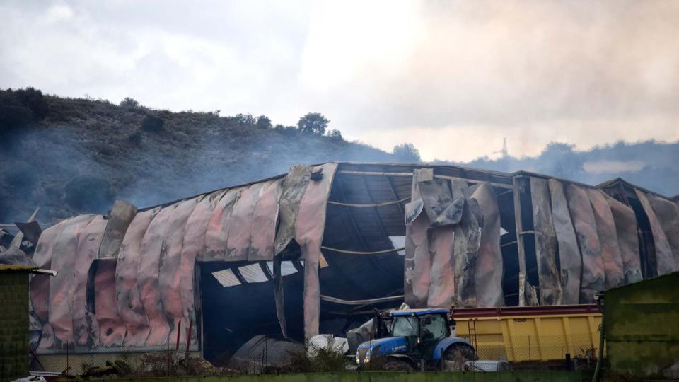 El magatzem contenia 2.000 tones de palla i alfals -