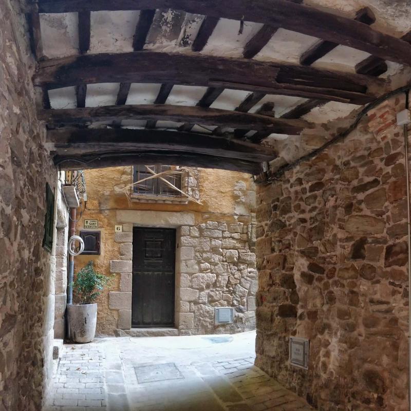07.08.2019 Pas cobert del carrer Sant Sebastià  Torà -  Ramon Sunyer