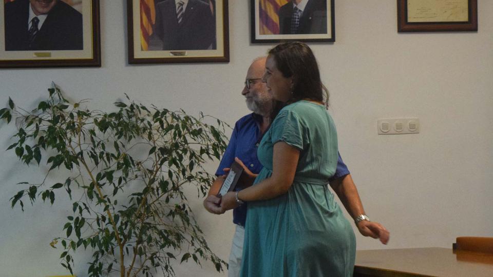 29.08.2019 Gisela Rosell recull la placa commemorativa de l'Associació el Brut i la Bruta  Torà -  Ramon Sunyer