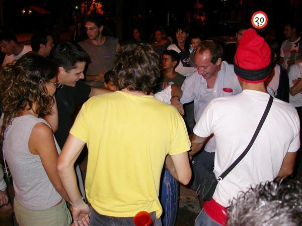 02.09.2005 Cercant en el bidó  Torà -  Ramon Sunyer