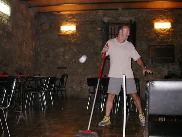 03.09.2005 Qui diu que no ajuda, el Josep?  Torà -  Ramon Sunyer