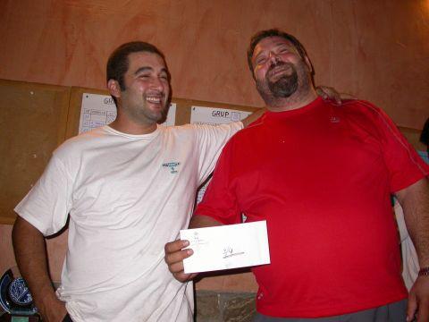 02.09.2006 El Jordi Escalante i l'Oswald Romero amb el premi de semifinalistes  Torà -  Ramon Sunyer