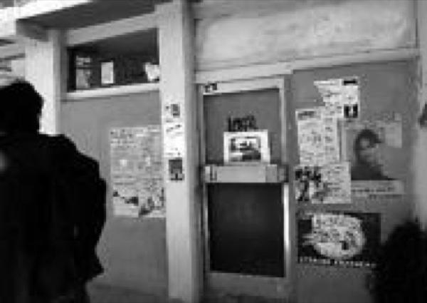 30.11.-0001 Local del joves, escorcollat per la policia (Foto Merc� Gili)  Torà -