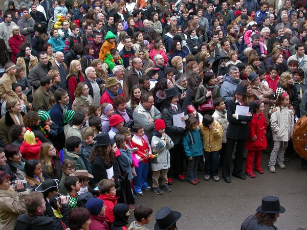 22.02.2003 El públic escoltant el pregó  Torà -  Ramon Sunyer