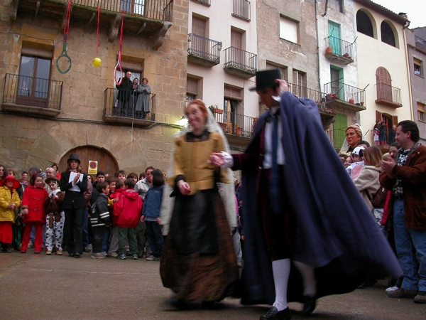 22.02.2003 Dansa del Bonic i la Bonica  Torà -  Ramon Sunyer