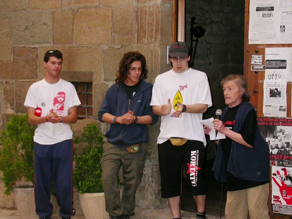 Gran rebuda dels joves a la vila