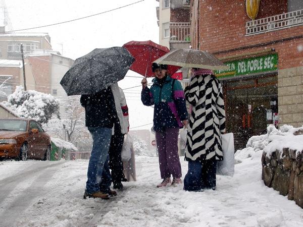 28.01.2006 Gent al carrer d'í'dena  Igualada -  Ramon Sunyer i Balcells